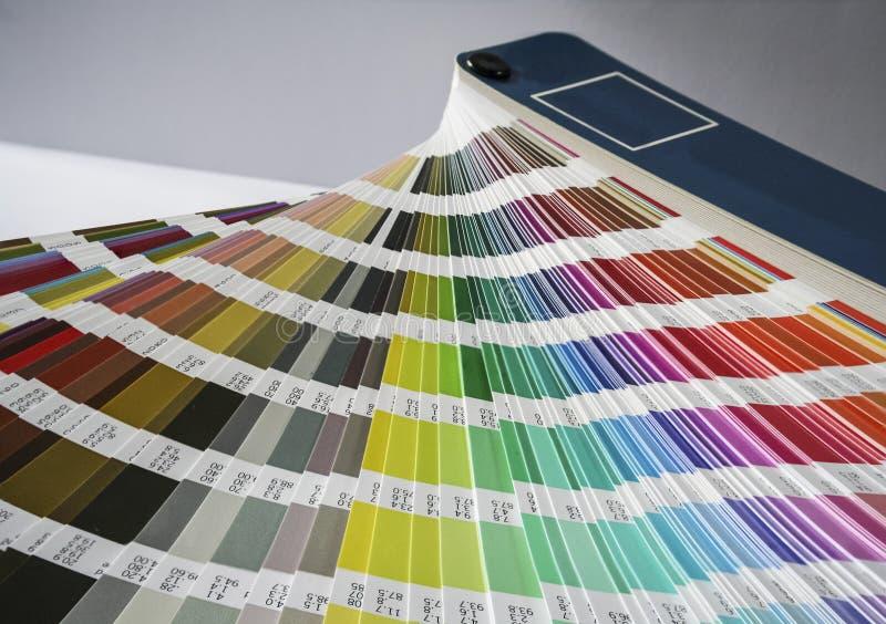 Fan de las muestras del color para imprimir y el diseño gráfico foto de archivo libre de regalías