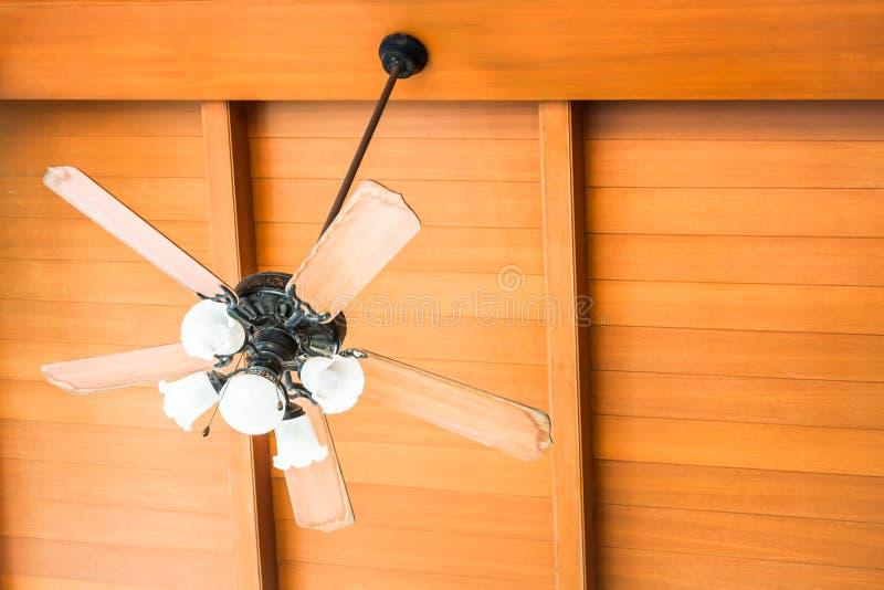 Fan de techo hermosa de la ejecución fotografía de archivo libre de regalías