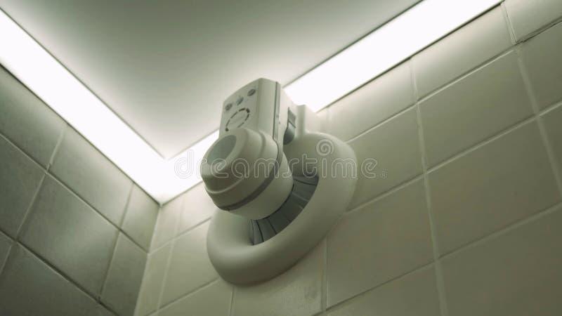 Fan del respiradero del ba?o Sistema de ventilaci?n del cuarto de ba?o imagen de archivo libre de regalías