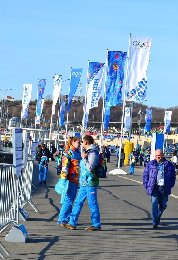 Fan i wolontariuszi przy wejściem Olimpijski park fotografia royalty free