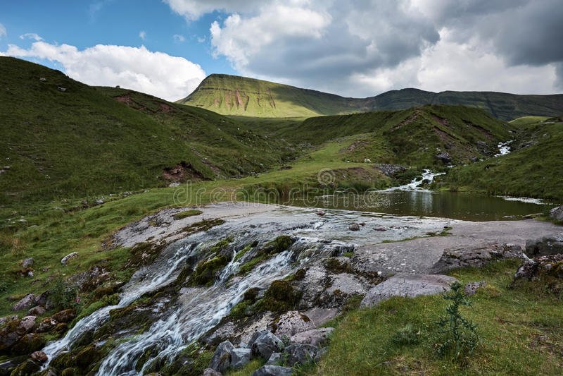 Fan Llyn y fach, der Waliser-See in Brecon erleuchtet Nationalpark lizenzfreies stockfoto