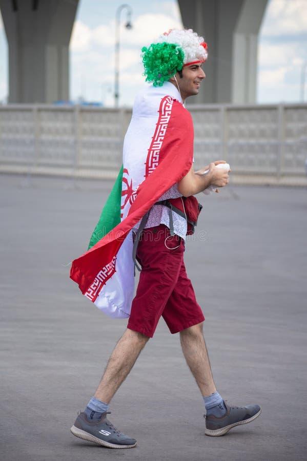 Fan piłki nożnej Iran przy 2018 FIFA pucharem świata w Rosja ubierał w irańczyk flaga zdjęcie royalty free