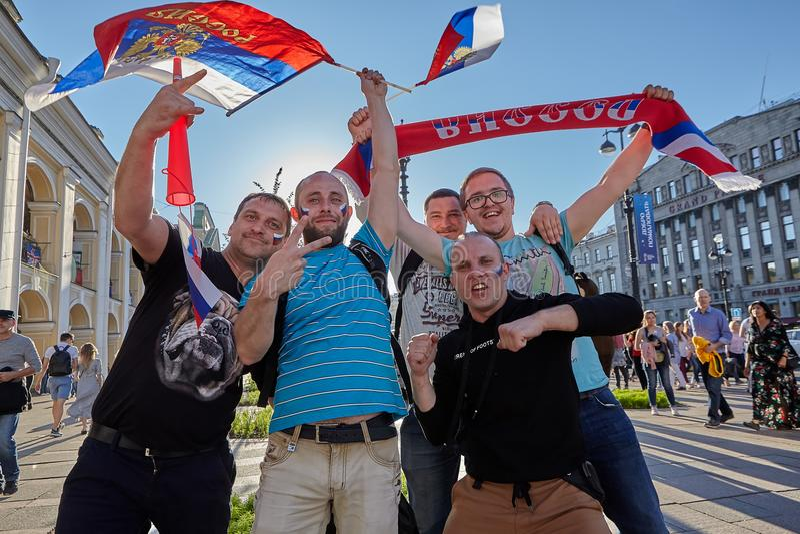 Fan Rosyjski futbol na Nevsky Prospekt w St Petersburg fotografia stock