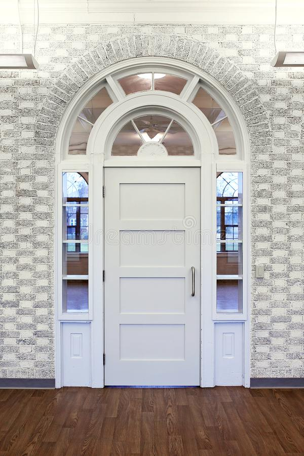 Free Fancy White Ornate Doorway With Arched Window Woodwork In Old Building Royalty Free Stock Photos - 136046368