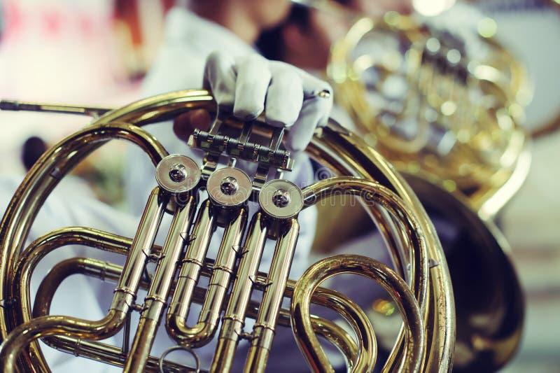 Fanfare jouant l'instrument image libre de droits