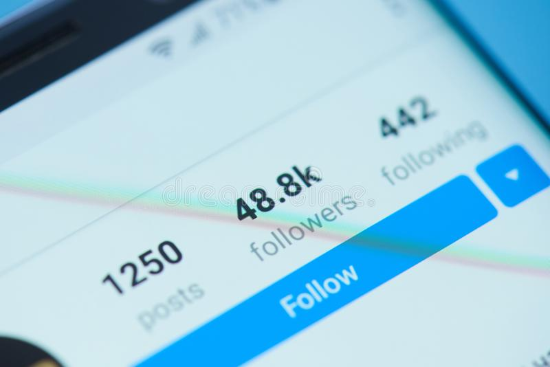 Fangen Sie an, in Instagram zu folgen stockfotografie