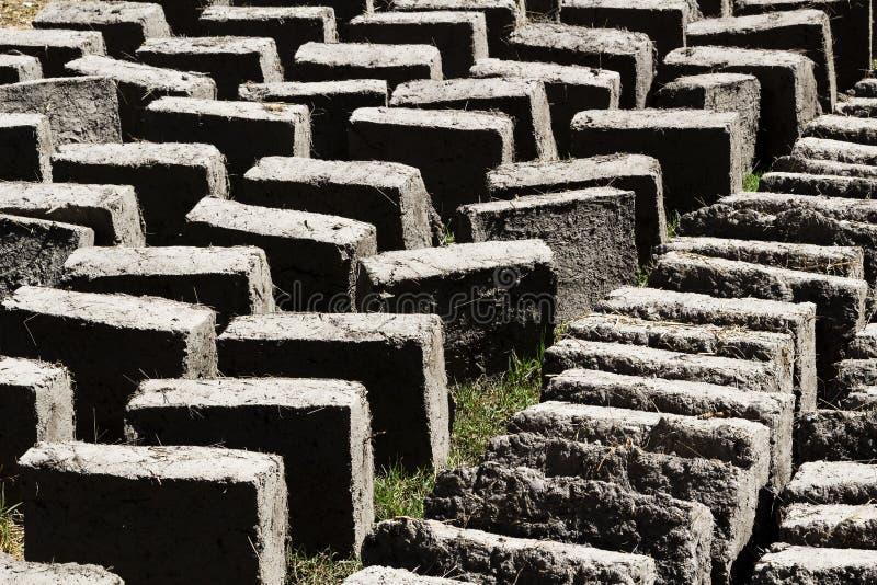 Fango e Straw Adobe Bricks Drying Peru Sudamerica fotografia stock libera da diritti