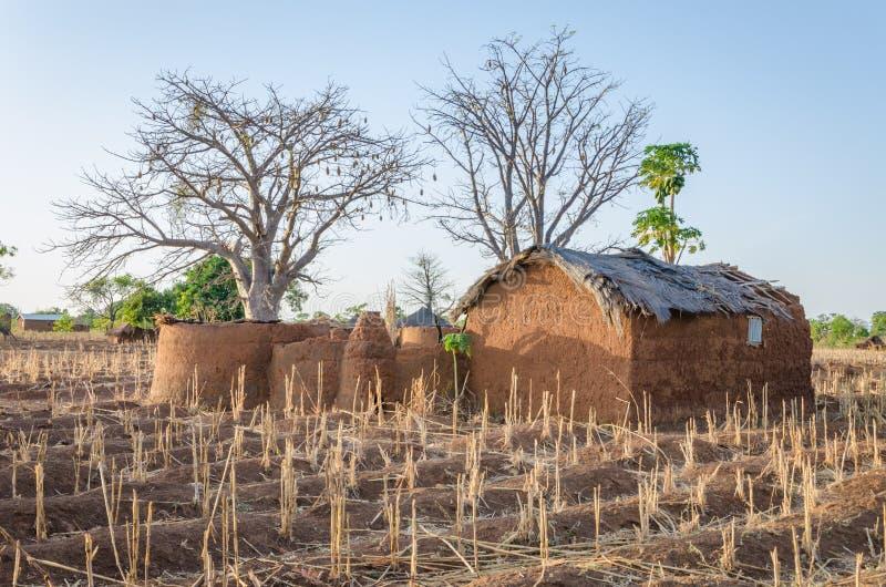 Fango tradizionale un alloggio dell'argilla della tribù di Tata Somba del Benin e del Togo del Nord, Africa immagini stock libere da diritti