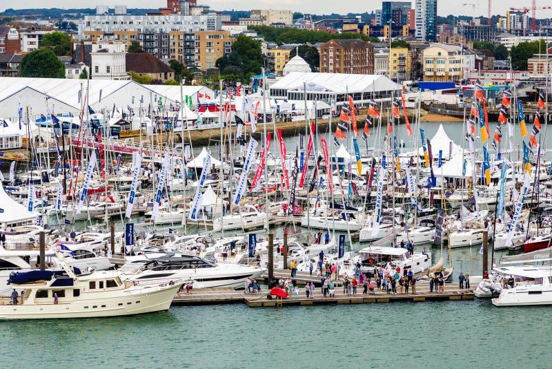 Fanions de vendeur à l'exposition de yacht de Southampton photographie stock libre de droits