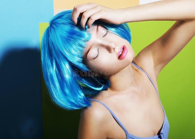 Fanny Girl na peruca artística ciana foto de stock royalty free