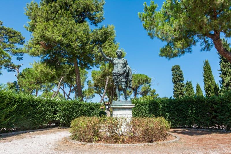 Fano, Pesaro, Марш, Италия Статуя Augustus стоковая фотография