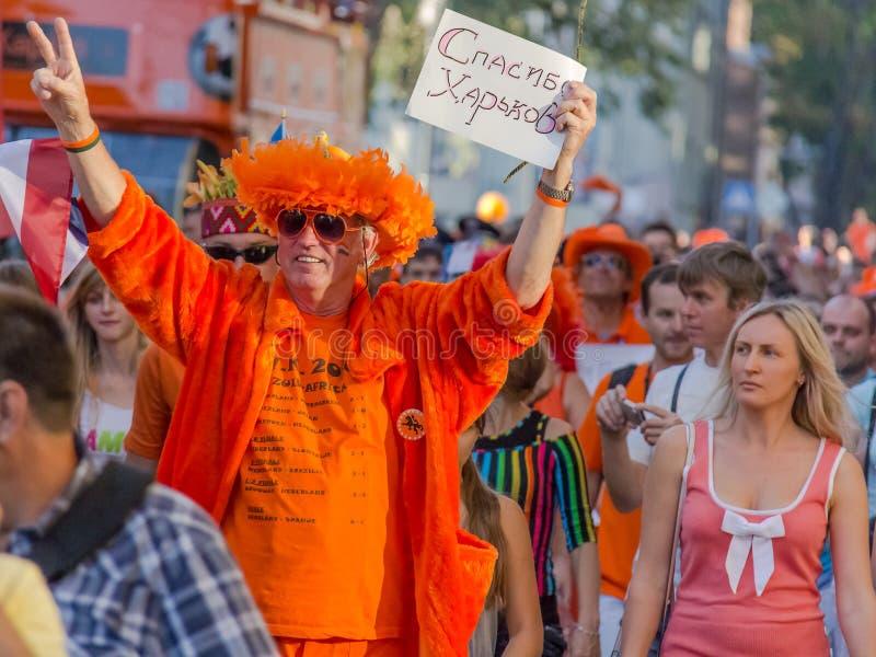 Fans av det Netherlandish landslaget för euroet 2012 kharkov ukraine lansering 2012 för flickajuni kharkov unge som lanserar litt royaltyfria bilder