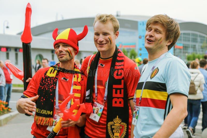 Fans belgas que van al estadio foto de archivo libre de regalías
