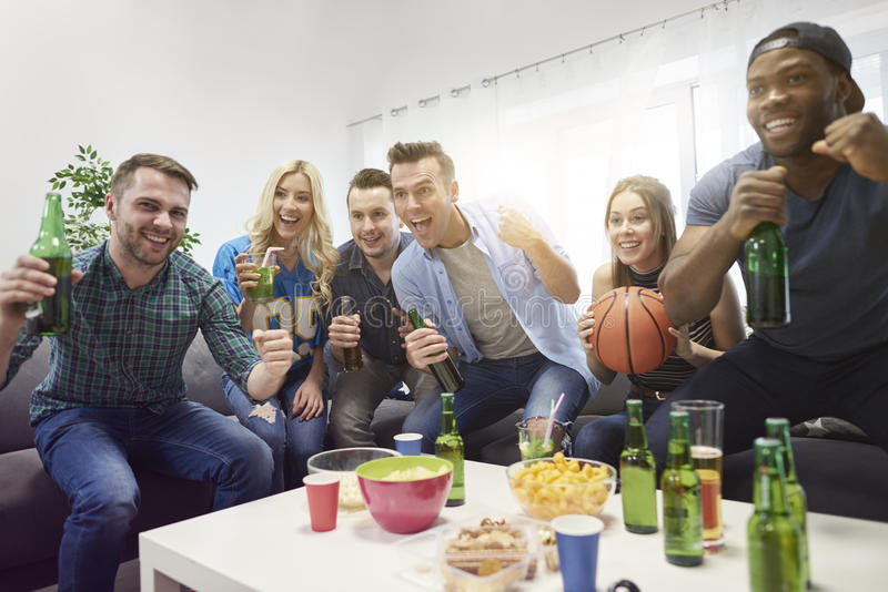 Fans de baloncesto foto de archivo libre de regalías