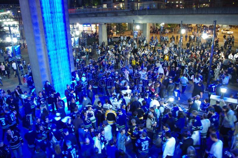Fans de hockey de los Vancouver Canucks imagenes de archivo