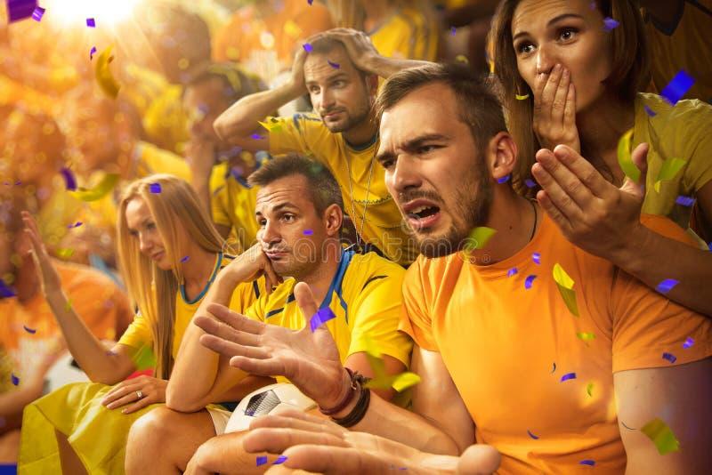 Fans de la diversión en arena del estadio imágenes de archivo libres de regalías