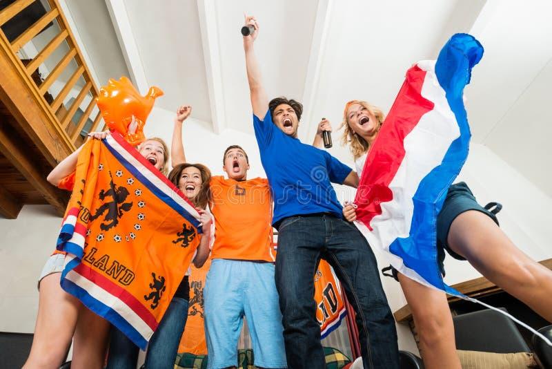 Fans de sports néerlandaises enthousiastes images libres de droits