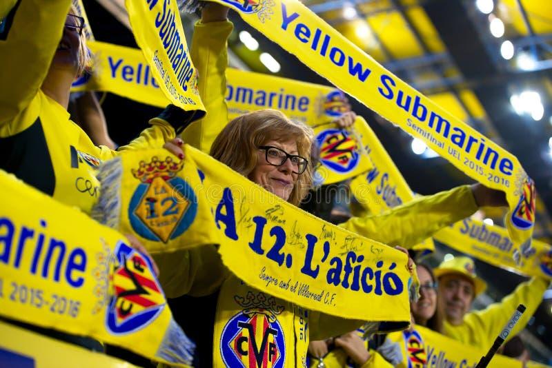 Fans en el partido de semifinal de la liga del Europa entre el Villarreal CF y Liverpool FC fotos de archivo libres de regalías