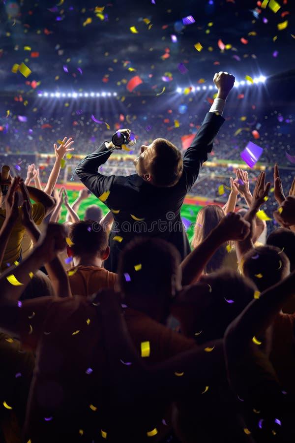 Fans en hombre de negocios del juego del estadio imagen de archivo