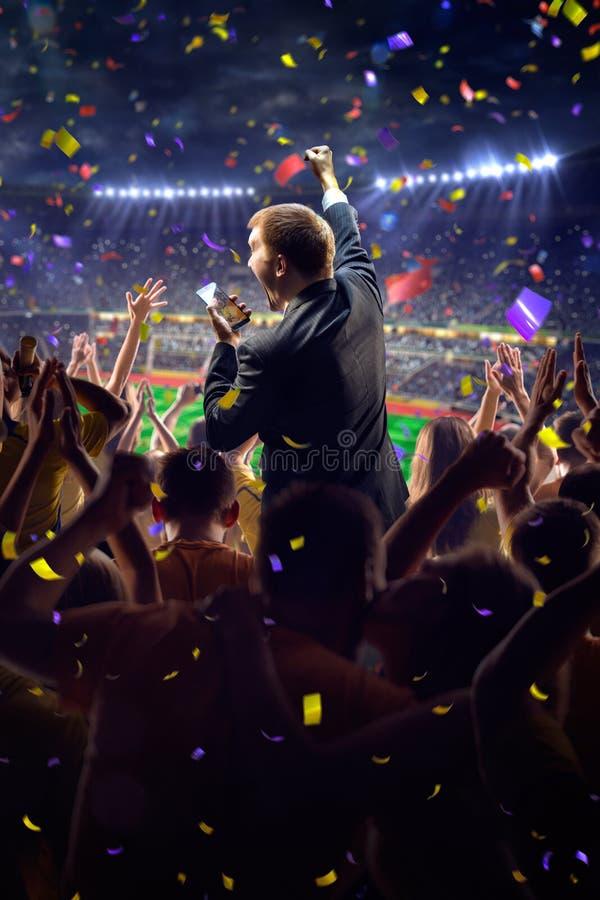 Fans en hombre de negocios del juego del estadio foto de archivo
