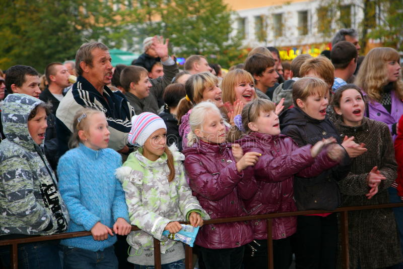 Fans of the popular star, adults and children listeners a free street concert Bravo applaud, rejoice and dance. Concert an old rocker, a popular singer, star of stock image