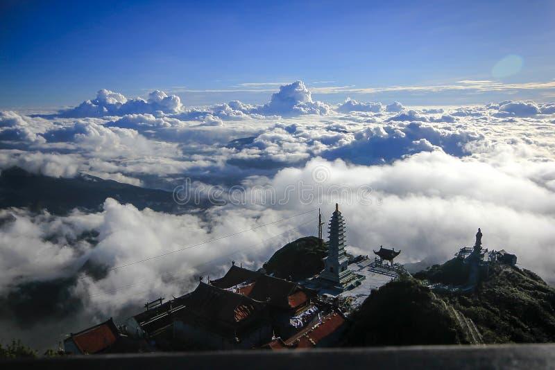 Fansipan är det högsta berget i Vietnam arkivbild