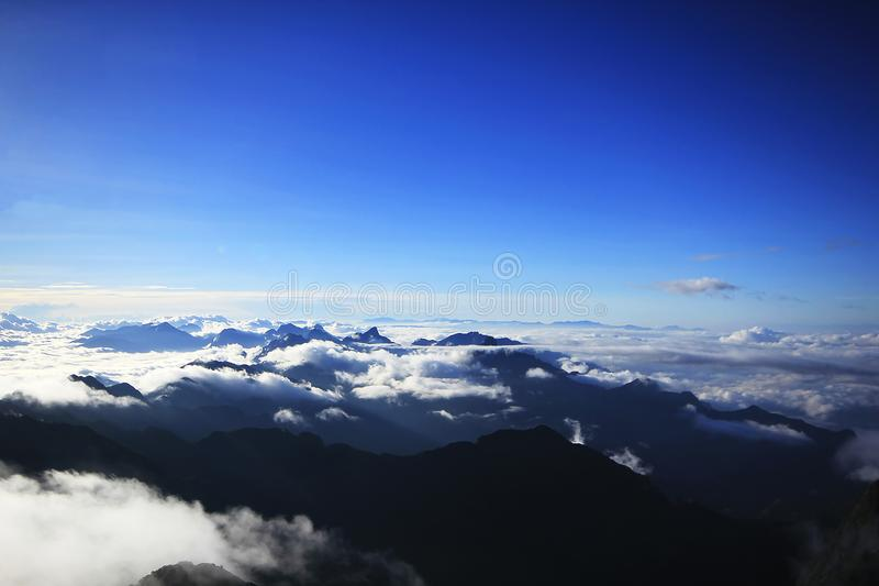 Fansipan is de hoogste berg in Vietnam royalty-vrije stock foto