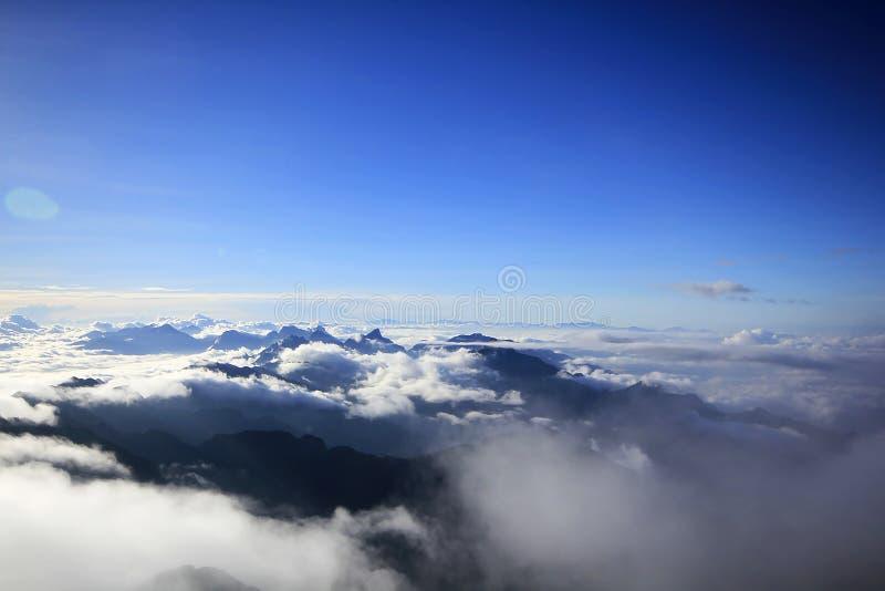 Fansipan is de hoogste berg in Vietnam stock foto's