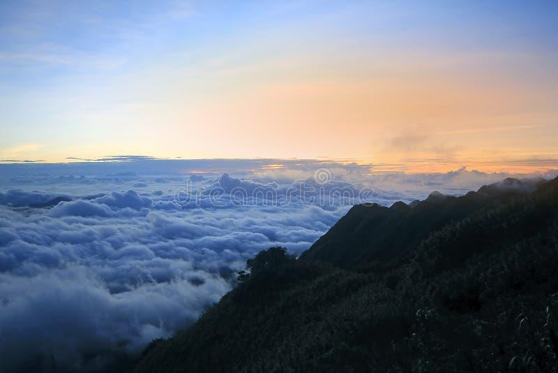 Fansipan jest wysokim górą w Wietnam fotografia royalty free