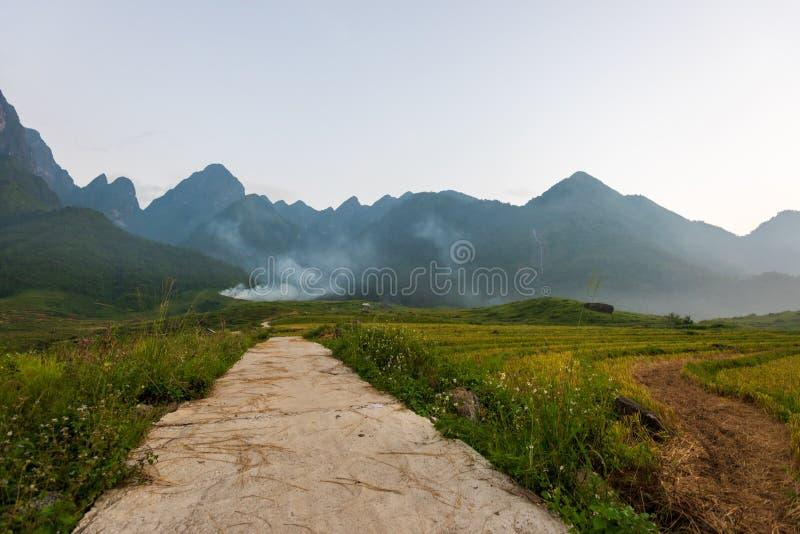 Fansipan Range, Vietnam imagenes de archivo