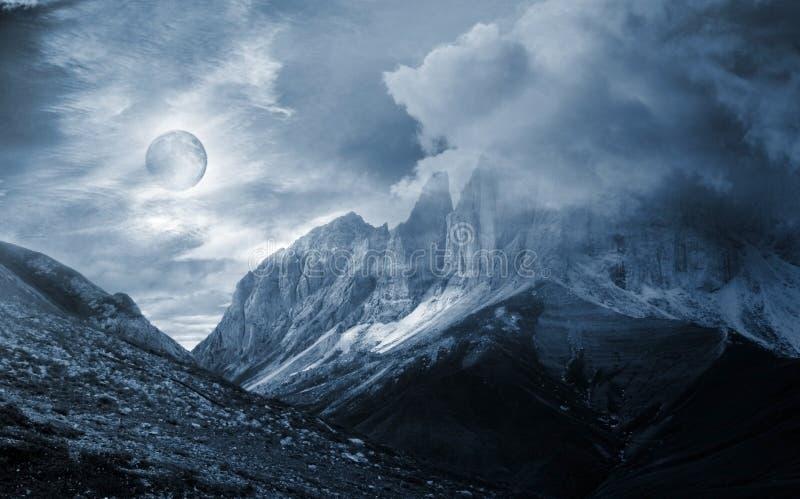 Fantasía del paisaje de la montaña fotografía de archivo