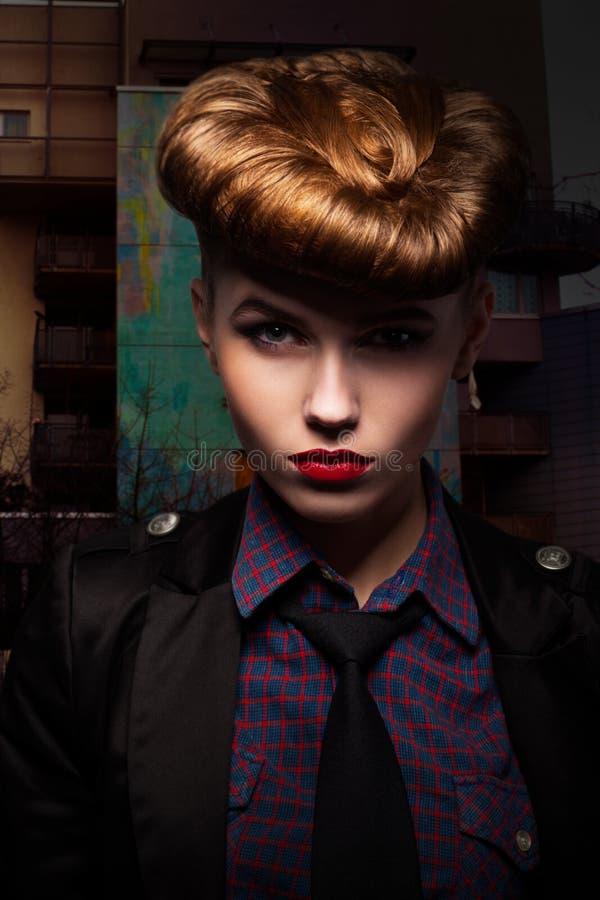 Fantasía. Retrato de moda y con clase de la muchacha. Encanto fotografía de archivo