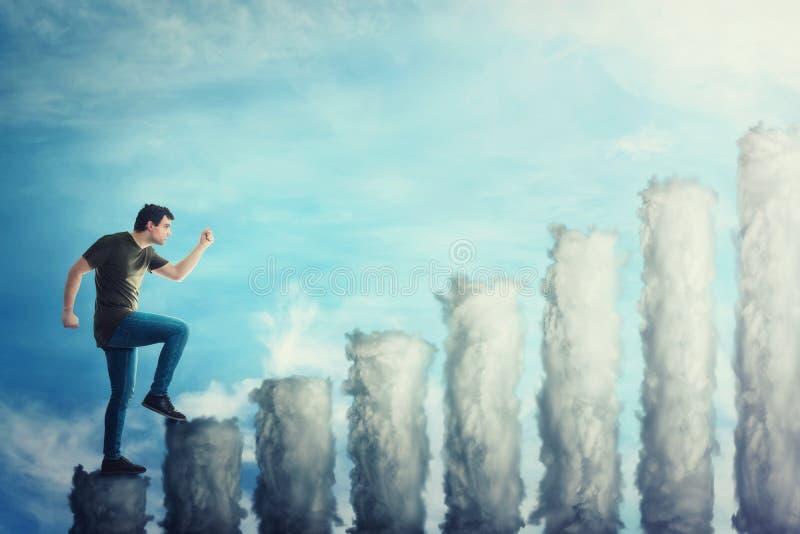 Fantasieconcept als zekere kerel die die op een trap als grafiek stappen van wolken wordt gemaakt Mens uitgaan haastig over een b stock foto