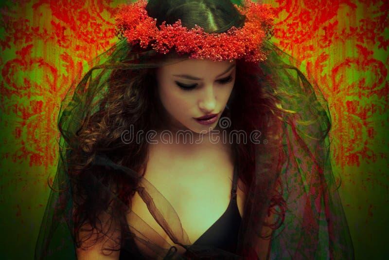 Fantasiefrau mit Wreath der Blumen stockfoto