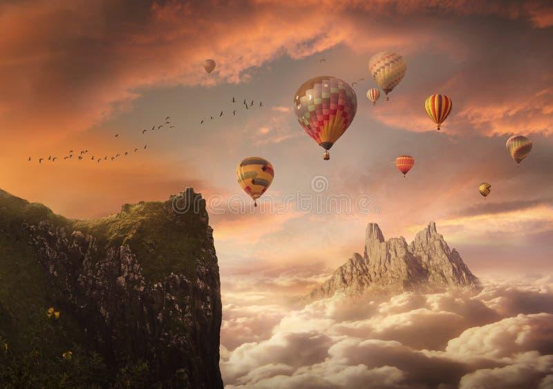 Fantasiehimmel mit Bergen und Ballonen lizenzfreies stockfoto