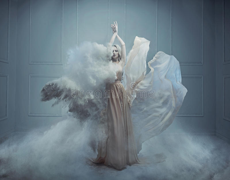 Fantasiemode-Artbild einer erstaunlichen blonden Schönheit stockbilder