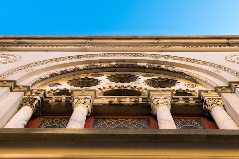 Fantasievolle Architektur am Äußeren einer kleinen Kirche in Harlem, Manhattan, New York City, NY, USA lizenzfreie stockfotos