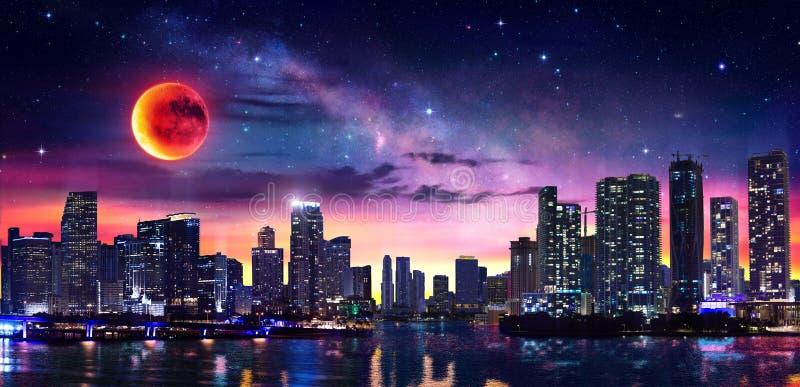 Fantasilandskap av det Miami centret med Vintergatan royaltyfria foton