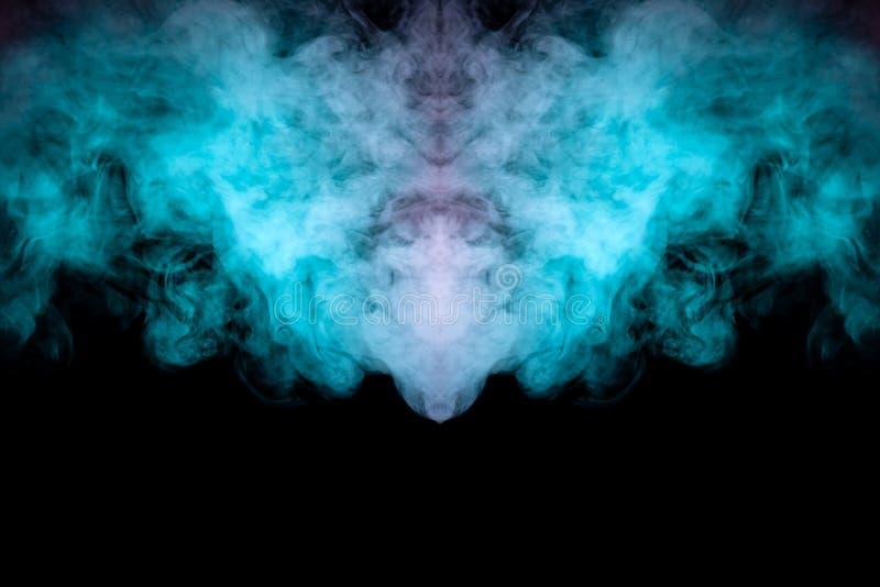 Fantasma com asas e imagem de um monstro de nuvens de fumaça verde sobre um fundo preto isolado Imprimir para roupas foto de stock