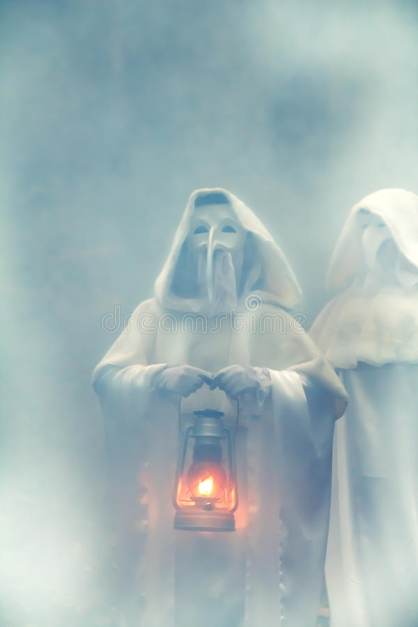 Fantasma due in una foresta scura immagine stock