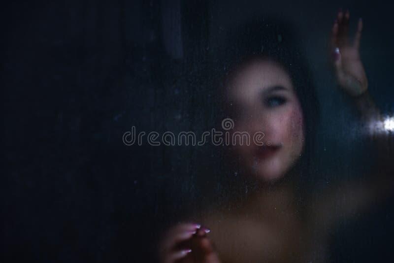 Fantasma en la casa, fantasma en cuarto de baño imágenes de archivo libres de regalías