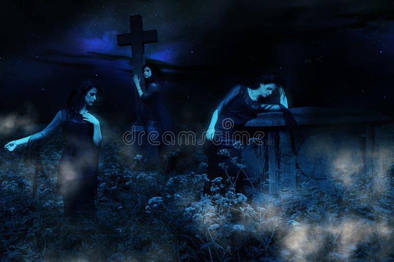 Fantasmas do cemitério fotos de stock royalty free
