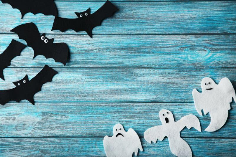 Fantasmas y palos de Halloween fotos de archivo