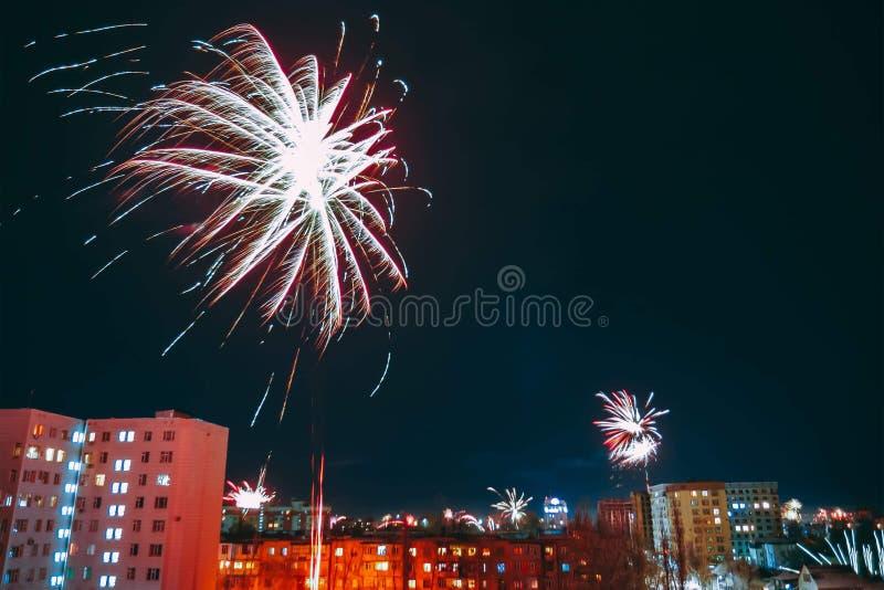 Fantastisch kleurrijk vuurwerk royalty-vrije stock fotografie