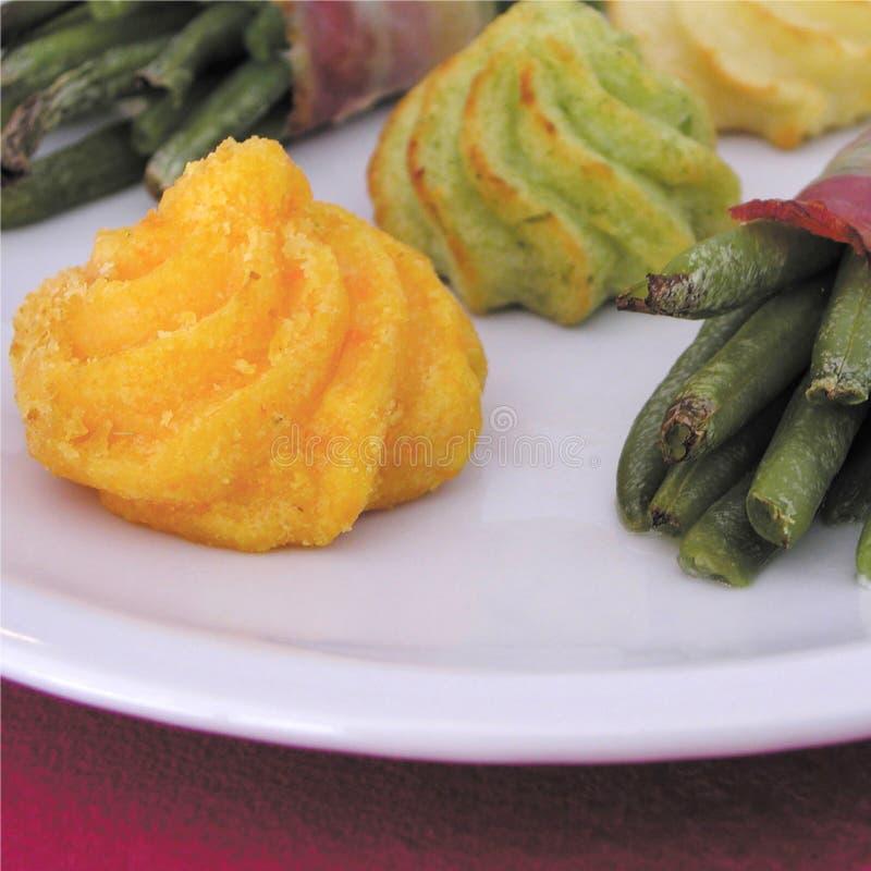 Fantastische Duchesse-Kartoffeln, Spinat duchesse und grüne Bohnen stockbilder
