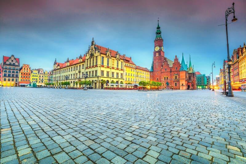 Fantastische ochtendscène in Wroclaw op Marktvierkant, Polen, Europa royalty-vrije stock foto