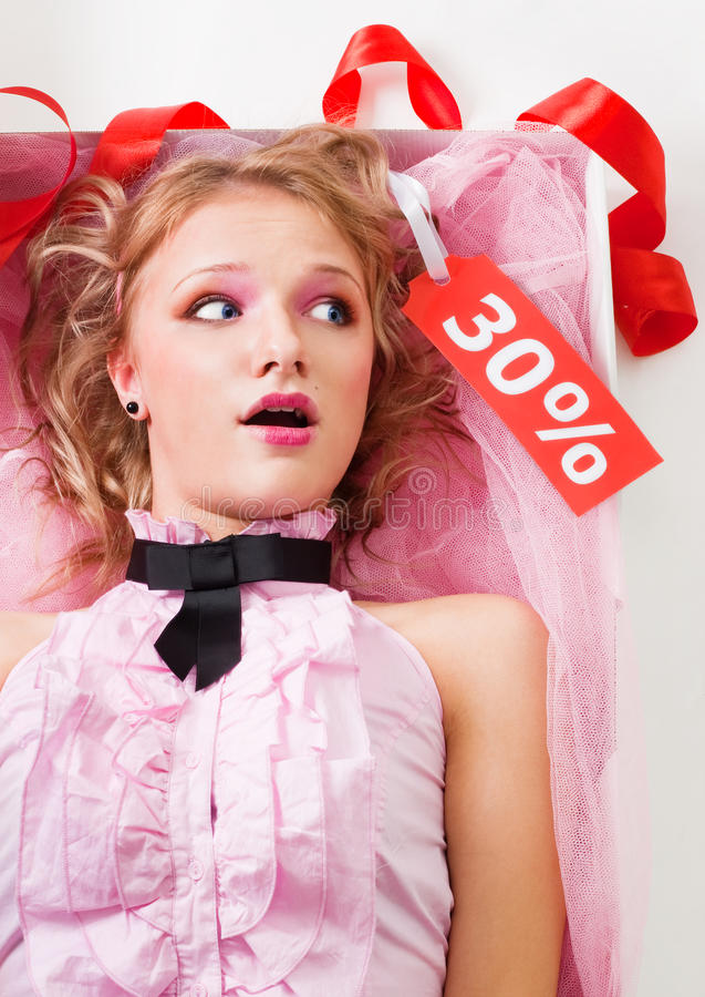 Download Fantastische Puppe Mit Verkaufsmarke Stockfoto - Bild von produkt, einzelverkauf: 12202486