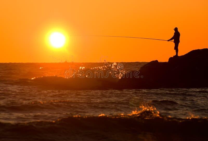 Fantastische visserij bij zonsondergang royalty-vrije stock afbeelding