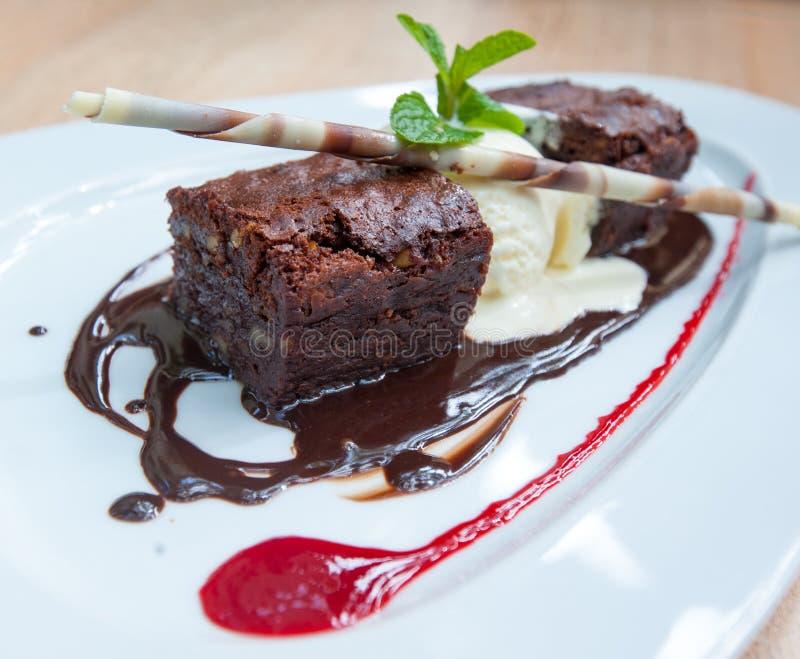 Fantastischer Nachtisch, Schokoladenschokoladenkuchen und Eiscreme lizenzfreies stockbild