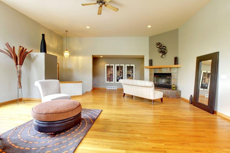 Fantastischer moderner Wohnzimmerausgangsinnenraum. stockbilder